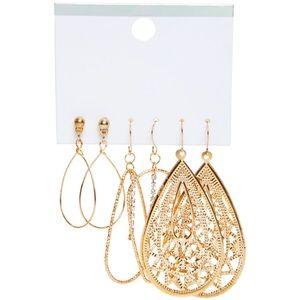 Gold dangle earrings ⭐️